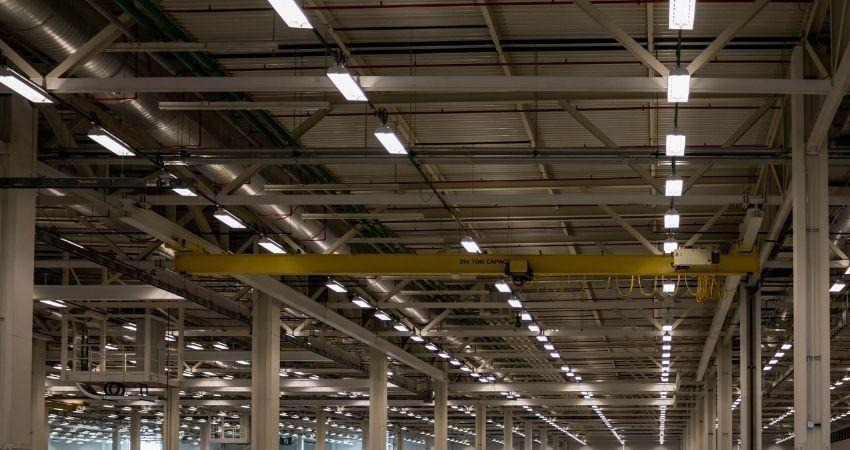 Elegir luces led para la iluminación de naves industriales